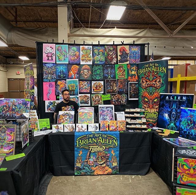 Overcompensating at Pinfest 2019 in Allentown. I'll m in a warehouse filled with over 250 pinball machines free to play with my dad - going to be a fun weekend! Hoping to sell a couple. I steer Bash alternative backglasses#pinballart #pinball #pinballfest2019 #pinballfest #monsterbash